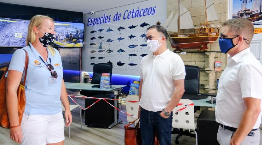 Visita empresa de cetáceos verano